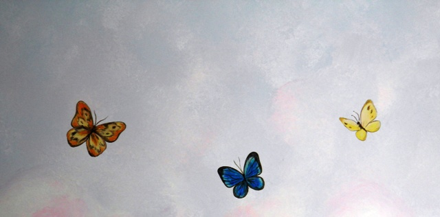 ζωγραφική τοίχου παιδικού δωματίου ουρανόσς πεταλούδες παιδικές τοιχογραφίες